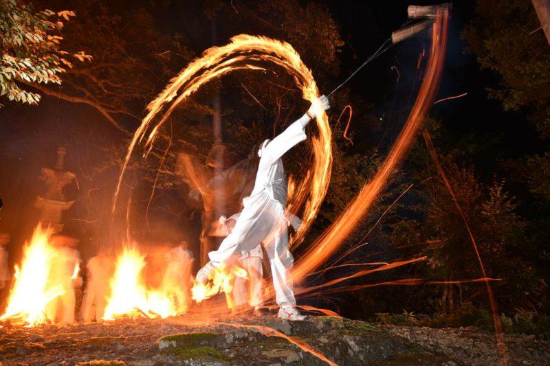 二河の火祭り