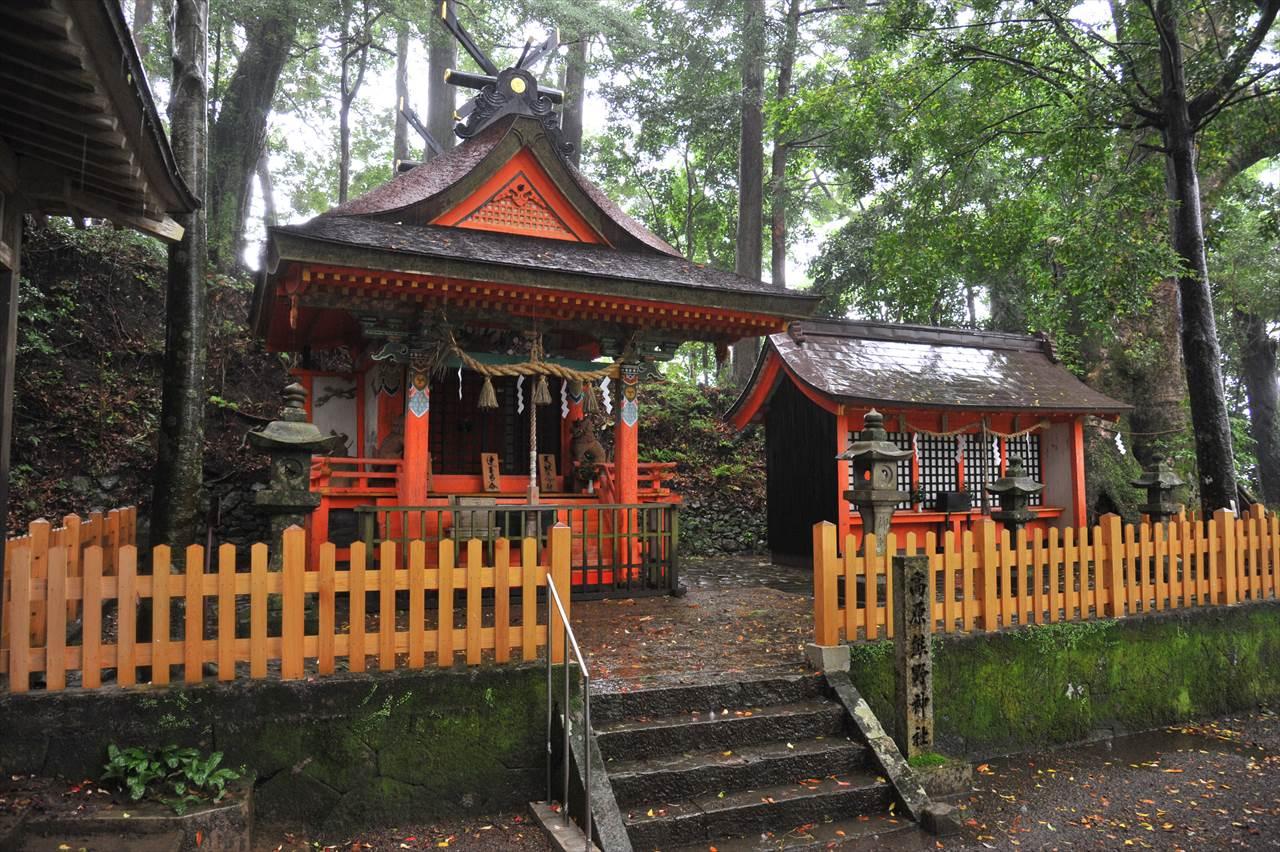 雨の高原熊野神社