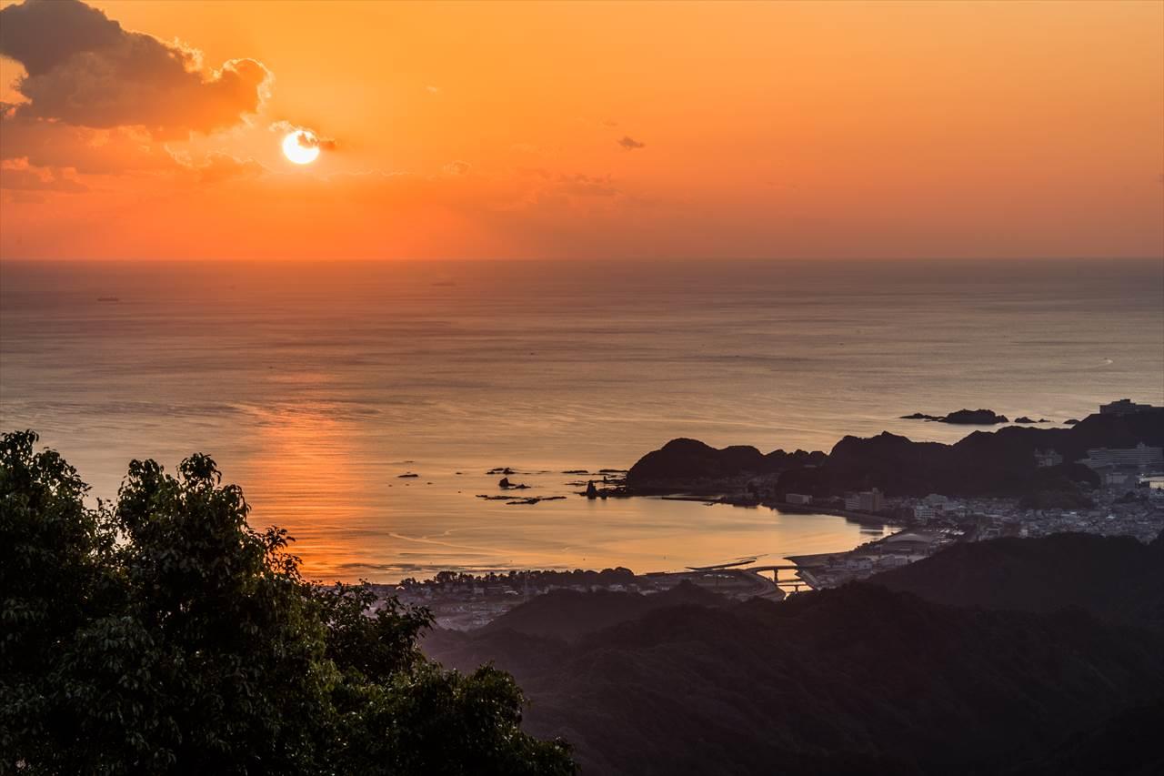 那智湾の夜明け